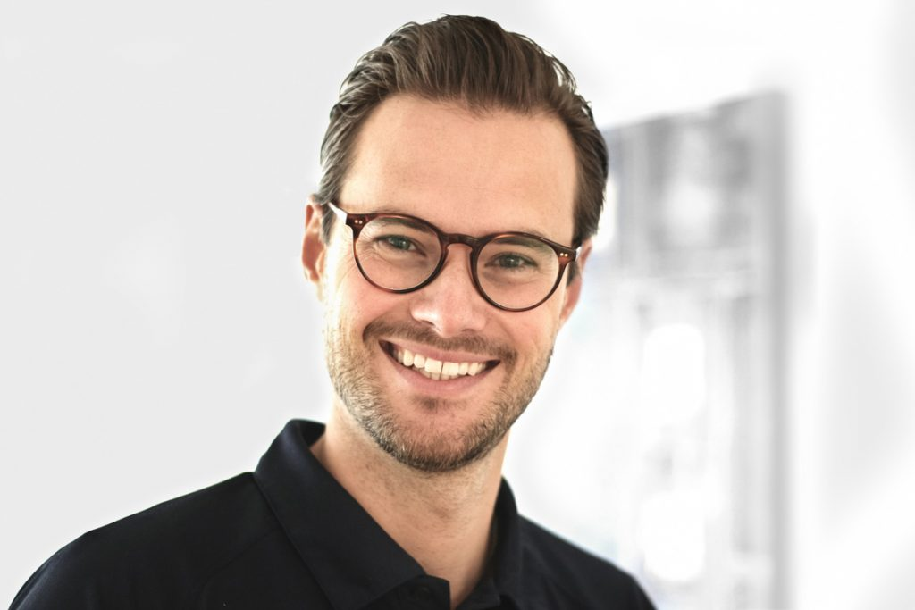 Dr. Sebastian Machon